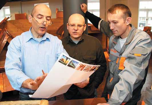 Проведение семинара для кровельщиков из России в Академии КМЕ. Слева Йорг Хойер (Joerg Hoyer)
