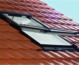 Мансардное окно Roto Designo R4 RotoTronic Solar-Funk с солнечной батареей