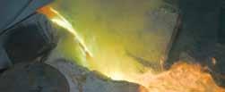 Расплавленная медь выливается в спе- циальные формы