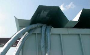 Провода, выведенные таким образом, нарушают вентиляцию подкровельного пространства