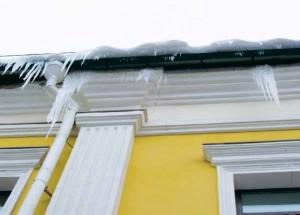 Сосульки – результат ошибок утепления мансарды и нарушения вентиляции подкровельного пространства