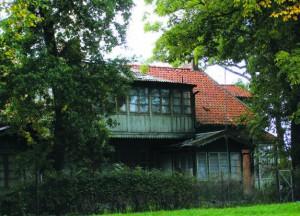 Жилой дом в городе Балтийске. Дома с керамической черепицей, сохранившиеся в некоторых городках Калининградской области, – наследие немецкой архитектурной традиции
