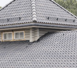 Проектирование и строительство деревянных домов с крышами из керамической и цементно-песчаной черепицы