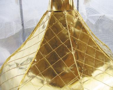 Золочение купола сусальным золотом с лесов, оборудованных ветрозащитой