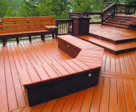 Крыша — терраса с деревянным настилом