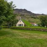 Церковь-землянка с дерновой крышей — уникальный памятник архитектуры Исландии