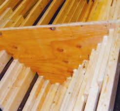 Устройство панелей WoodWave. V-образные секции усилены стальными прутьями
