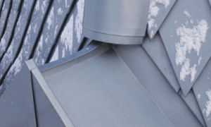 Сопряжение коньков грани шпиля и фронтона