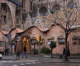 Крыша школы при соборе Святого Семейства в Барселоне: секреты великого Гауди