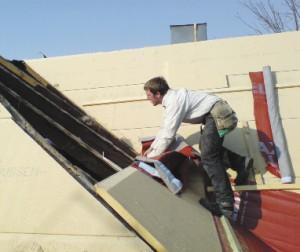 Рис. 4. Реконструкция крыши: утепление древесно-волокнистыми плитами с последующей изоляцией диффузионной мембраной