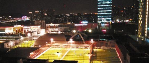 В Китае на крыше торгового центра разбили спортивный парк