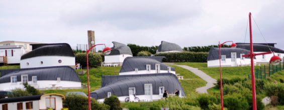 Крыши из перевернутых лодок: рыбацкая деревня во Франции