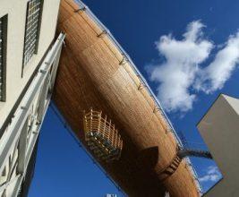 Дирижабль на крыше центра современного искусства DOX в Праге