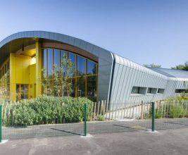 Необычное здание школьной столовой: Франция, г.Венисью