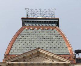 Пример деликатной реконструкции старинной крыши: Professional Roofing, февраль 2018г.