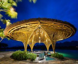 Крыши — шляпы на вьетнамском курорте