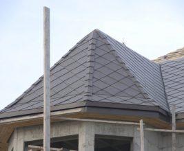 Удивил! Владелец дома покрыл крышу керамогранитной плиткой для пола
